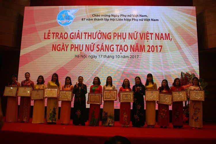 Ths.Bá Thị Châm tại lễ trao giải Phụ nữ Việt Nam sáng tạo