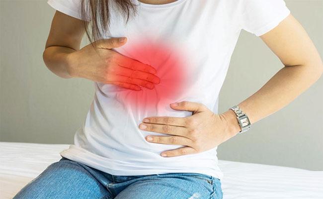 Đau vùng thượng vị là triệu chứng phổ biến khi nhiễm vi khuẩn HP