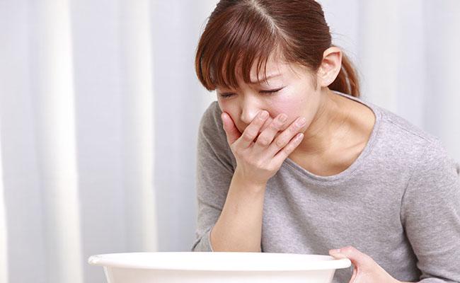 Ợ hơi, ợ chua là triệu chứng của bệnh đau dạ dày