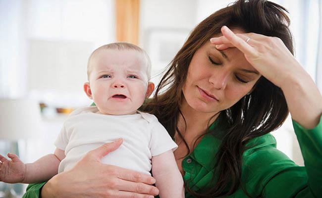Suy giảm nội tiết tố nữ có thể là nguyên nhân gây đau dạ dày ở phụ nữ sau sinh