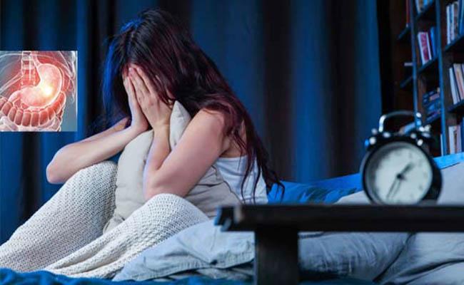 Đau dạ dày trong đêm gây mất ngủ