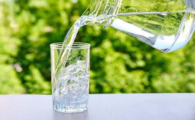 Người bệnh tiểu đường nên uống nhiều nước lọc