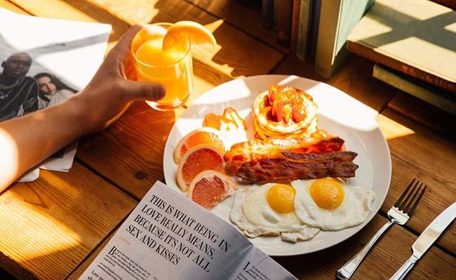 Người bệnh đau dạ dày không nên bỏ bữa sáng