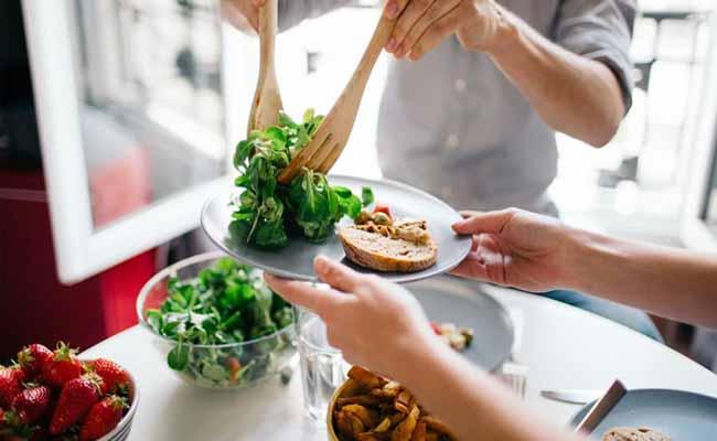 Tránh nhầm lần giữ cỏ chân vịt và rau chân vịt để chế biến món ăn