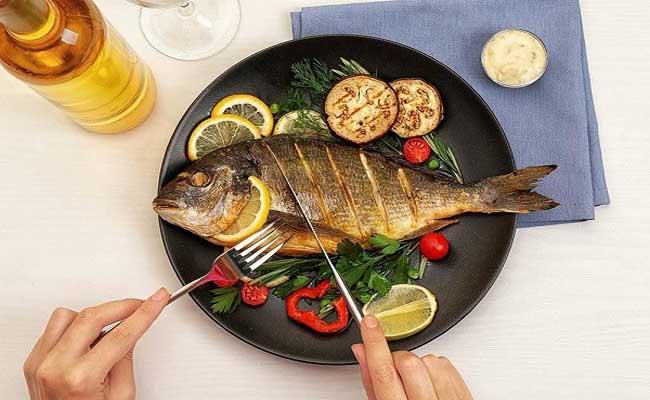 Người bệnh đau dạ dày cần lưu ý khi sử dụng cá