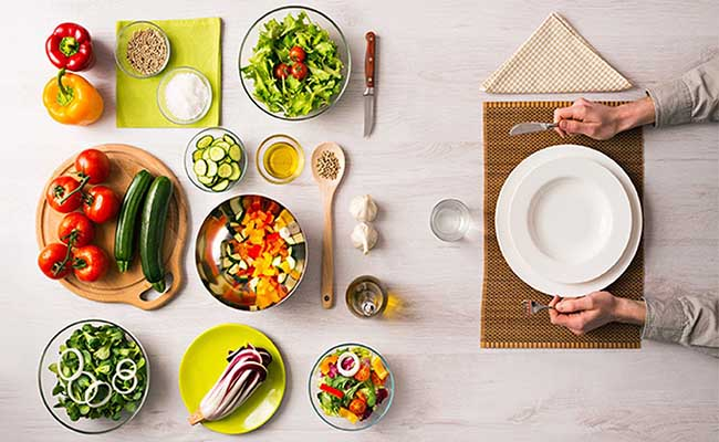Chế độ ăn uống là một trong những lưu ý quan trọng trong việc chữa đau dạ dày bằng nghệ