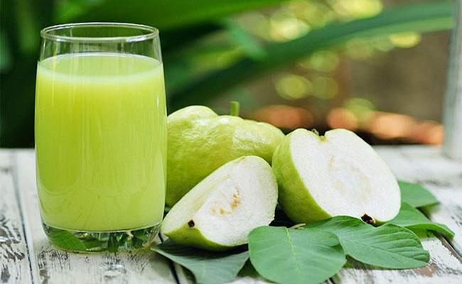 Nước ép ổi giúp giảm đau dạ dày