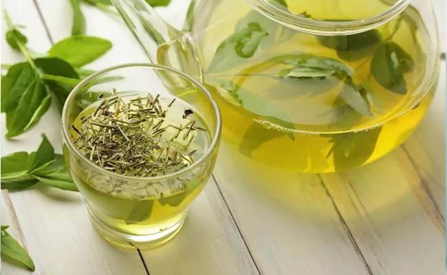 Người bệnh đau dạ dày nên uống nước trà xanh mỗi ngày
