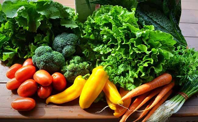Rau củ, trái cây cung cấp nhiều vitamin có lợi cho dạ dày