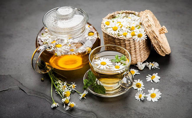 Trà hoa cúc giúp thư giãn, hạn chế cơn đau dạ dày co bóp