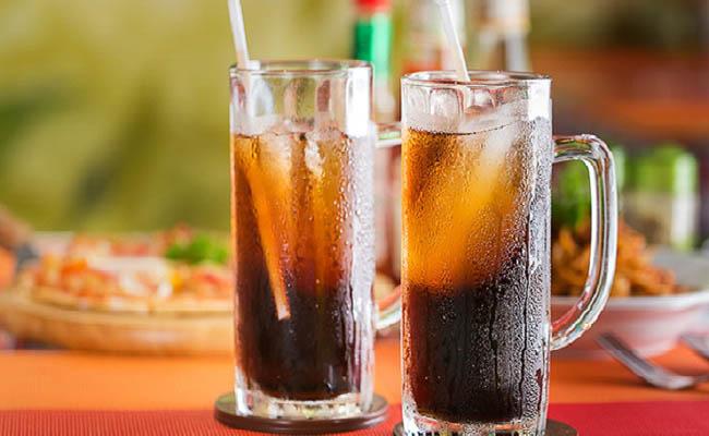 Người bệnh dạ dày không nên sử dụng đồ uống có gas
