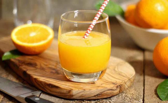 Pha nước cam cho người đau dạ dày
