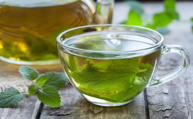 Uống trà giảm đau dạ dày