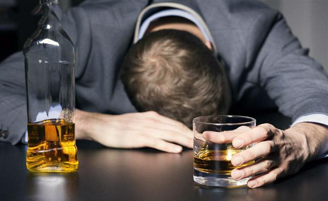 Đau dạ dày uống bia rượu được không