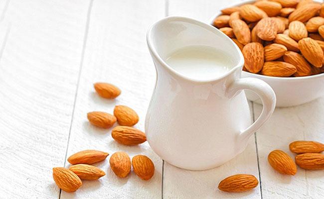 Người bệnh gút nên sử dụng những loại sữa ít đường, không chất béo...