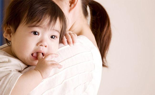 Dấu hiệu trào ngược dạ dày ở trẻ sơ sinh