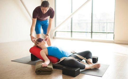 Yoga tăng nội tiết tố nữ