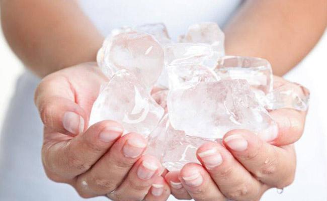 Chườm lạnh làm giảm cơn đau thần kinh tọa nhanh chóng